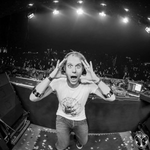 Armin van Buuren feat. Eric Vloeimans - Embrace [ARMADA]