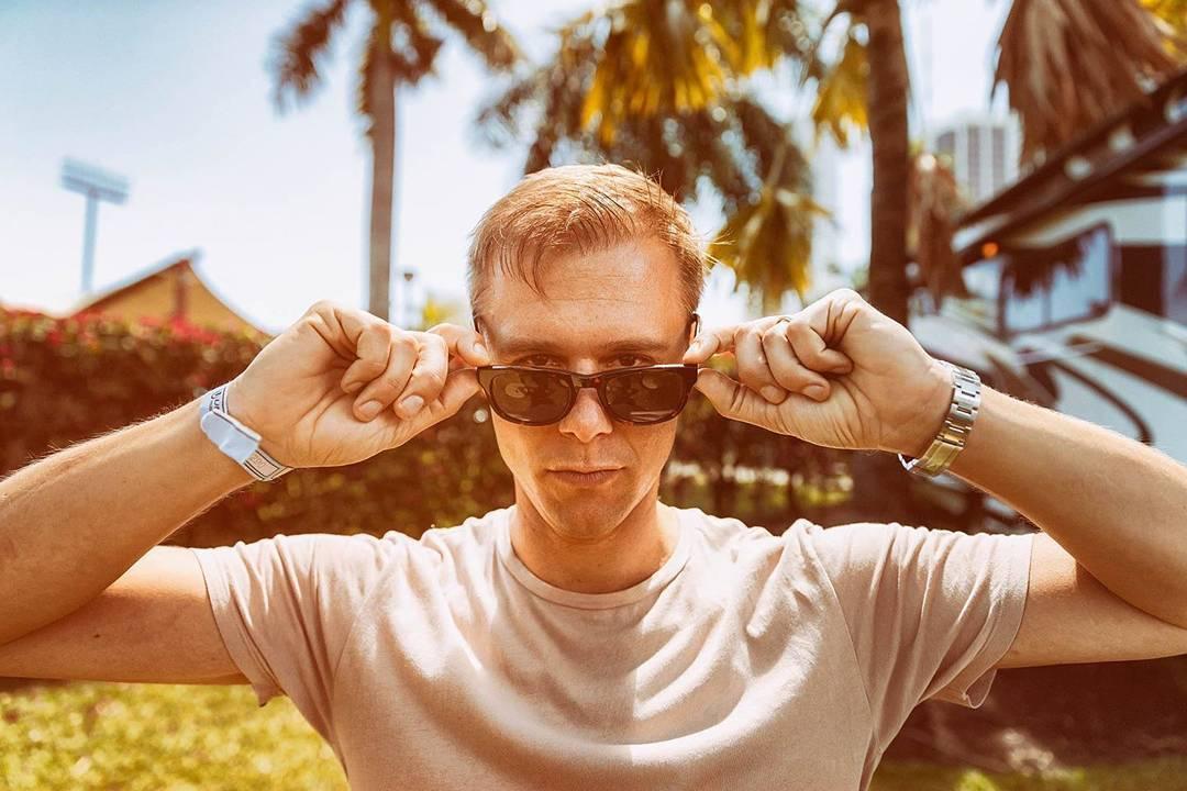 Armin van Buuren repite la fórmula del éxito con 'Sunny Days'